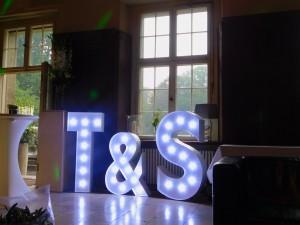 Leuchtbuchstaben Hochzeit Schloss Kartzow