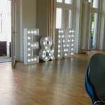 Leuchtbuchstaben zur Hochzeit