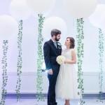 XXL Ballons mit Efeu, Hochzeitsdekoration in Weiß