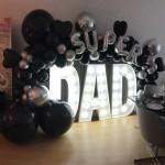 Leuchtbuchstaben mit Ballondekoration