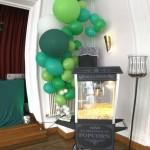 Ballondekoration mit Popcornmaschine