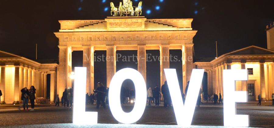 love-brandenburger-tor-leuchtbuchstaben